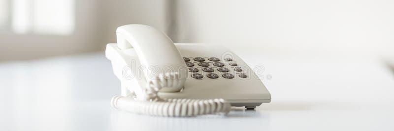 Imagem larga da vista do telefone branco da linha terrestre foto de stock royalty free