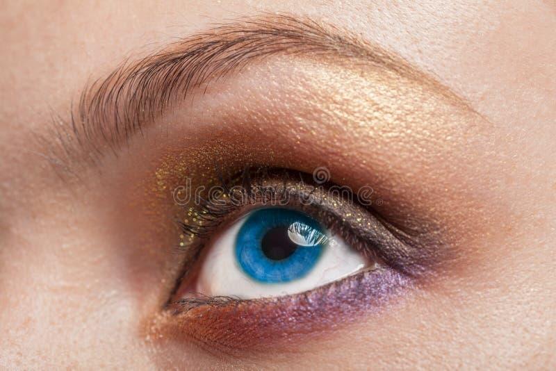 Imagem macro do olho azul da mulher fotos de stock royalty free