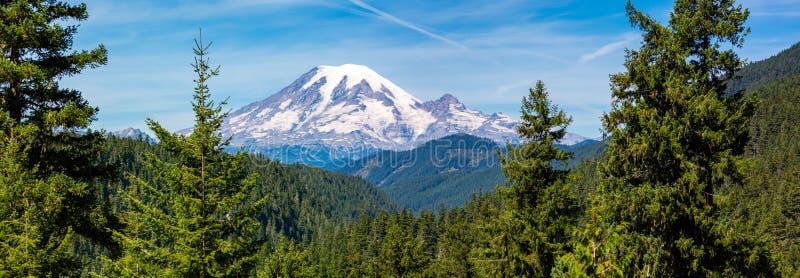 Imagem panorâmica do Parque Nacional do Monte Rainier, no estado de Washington, em agosto imagem de stock