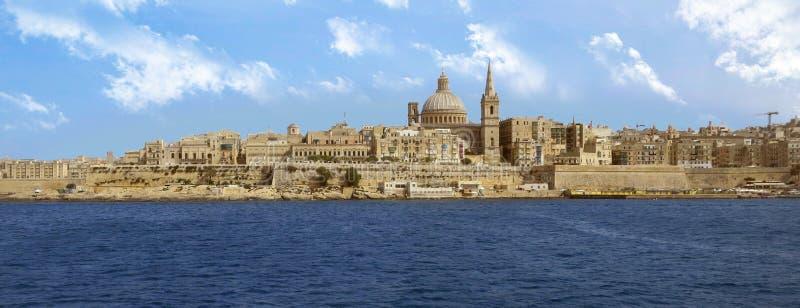 Imagem panorâmico de Valletta com nuvens imagem de stock royalty free