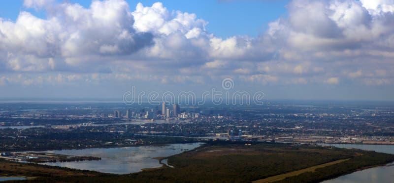 Imagem panorâmico do céu da cidade de Nova Orleães que mostra a skyline foto de stock