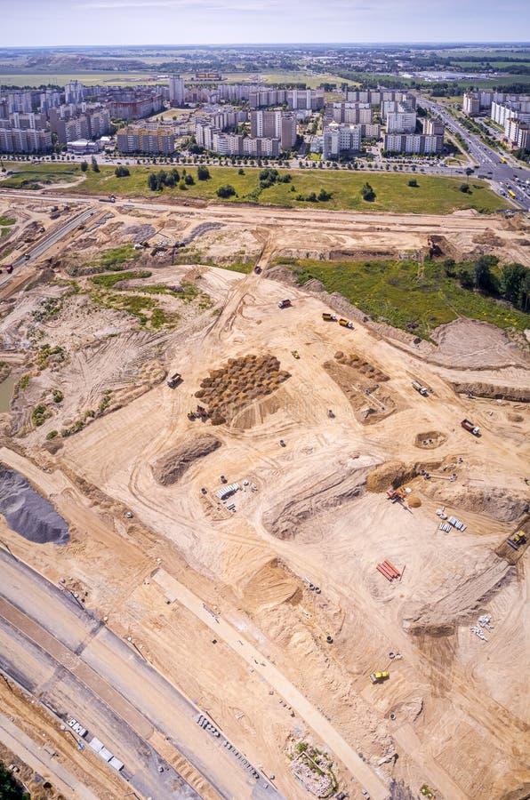 Imagem panorâmico do zangão do canteiro de obras dos subúrbios da cidade foto de stock royalty free