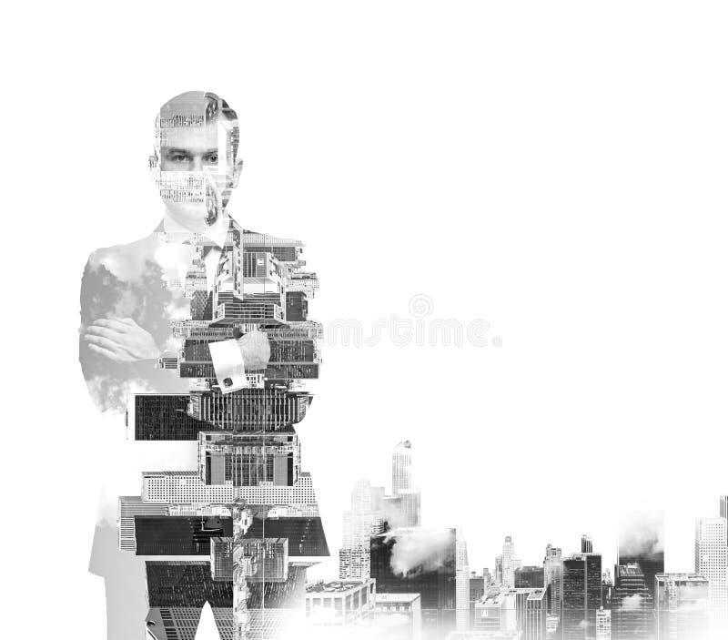 Imagem preto e branco abstrata das silhuetas do homem de negócios transparente Arquitectura da cidade de New York foto de stock