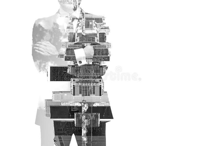 Imagem preto e branco abstrata das silhuetas do homem de negócios transparente Arquitectura da cidade de New York Isolado fotografia de stock royalty free