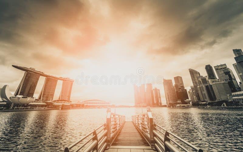 Imagem preto e branco da skyline de Singapura e ideia do skyscrape foto de stock royalty free