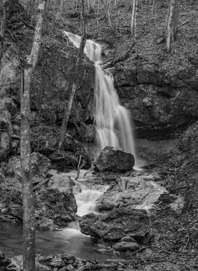 Imagem preto e branco das quedas Ridge Falls fotos de stock