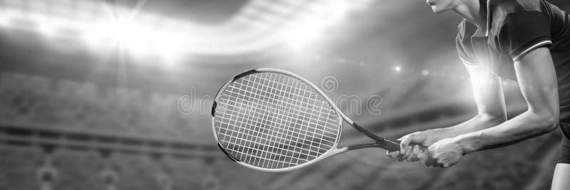 Imagem preto e branco do jogador de tênis pronta para jogar fotos de stock royalty free