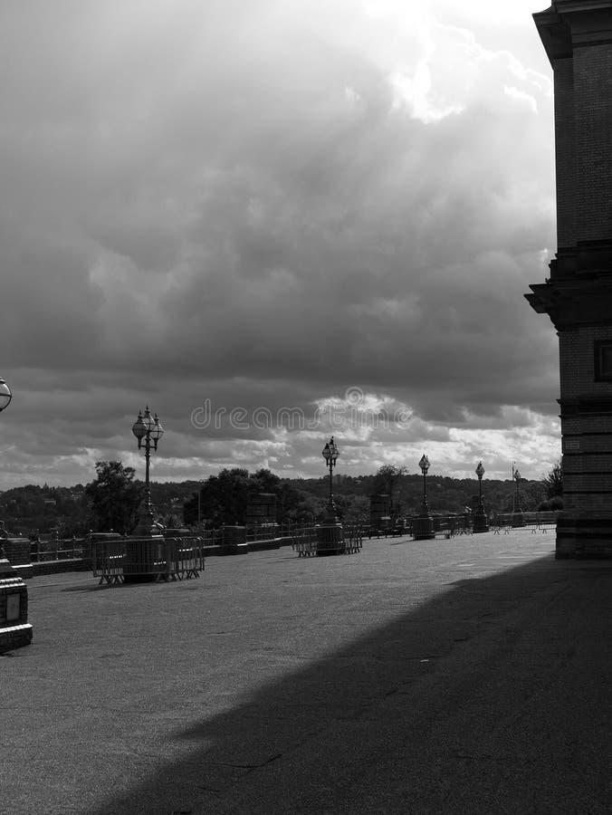 Imagem preto e branco do pátio de Alexandra Palace, Londres fotografia de stock royalty free