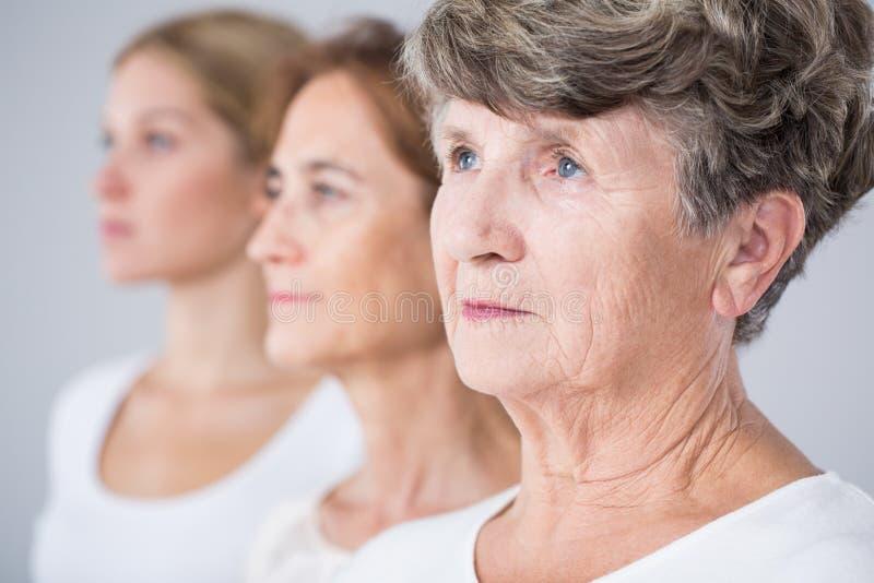 Imagem que apresenta o processo do envelhecimento imagens de stock