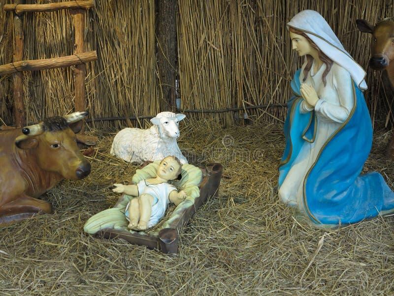Imagem realista da natividade de natal com figuras, incluindo Jesus e animais ilustração stock