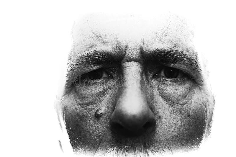Imagem retroiluminada com para fora as bordas fundidas que mostram perto acima da cara do homem, detalhado altamente com profundi fotos de stock royalty free