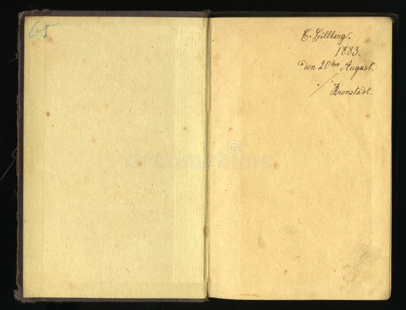 Imagem sem emenda fechado da folha de papel amarelada velha com pontos escuros e um fac-símile da inscrição fotografia de stock royalty free