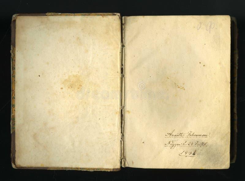 Imagem sem emenda fechado da folha de papel amarelada velha com pontos escuros e um fac-símile da inscrição imagem de stock