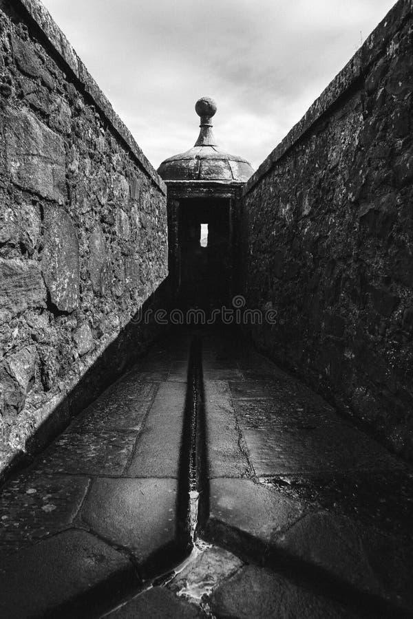 Imagem simétrica preto e branco de um do Bartizans na WTI fotografia de stock royalty free