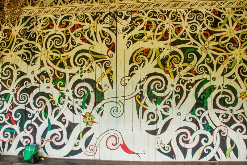 A imagem tradicional na parede, na decoração e na decoração Kuching à vila da cultura de Sarawak malaysia imagem de stock