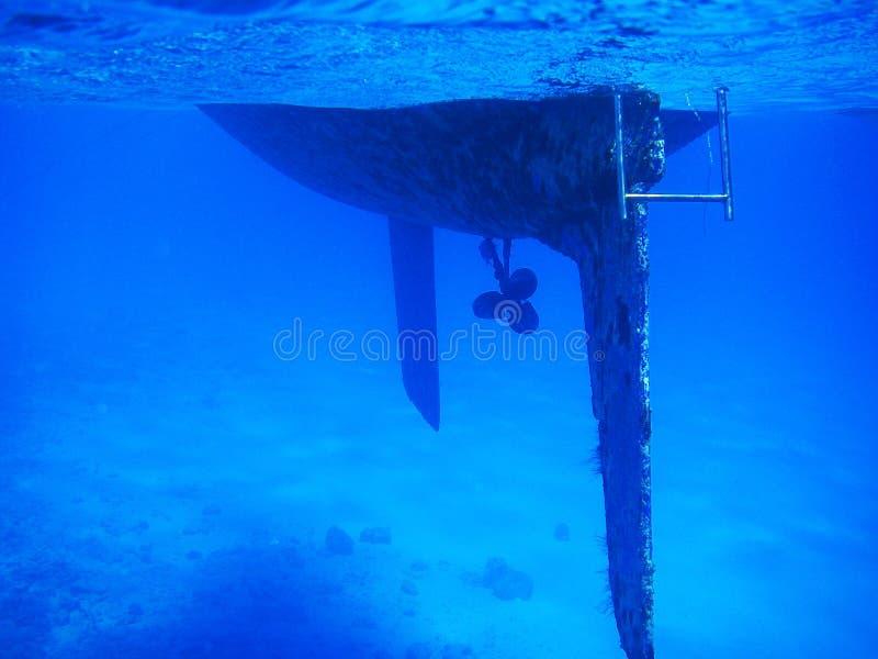Imagem tropical do mergulho de uma casca de uma embarcação de navigação imagens de stock royalty free