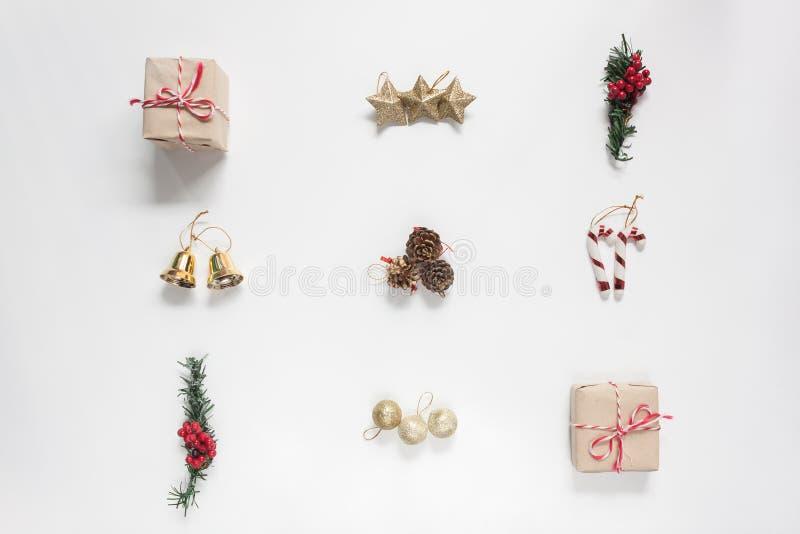Imagen aérea de la endecha plana concepto de la Feliz Navidad de la decoración y del ornamento y de la Feliz Año Nuevo imagen de archivo libre de regalías
