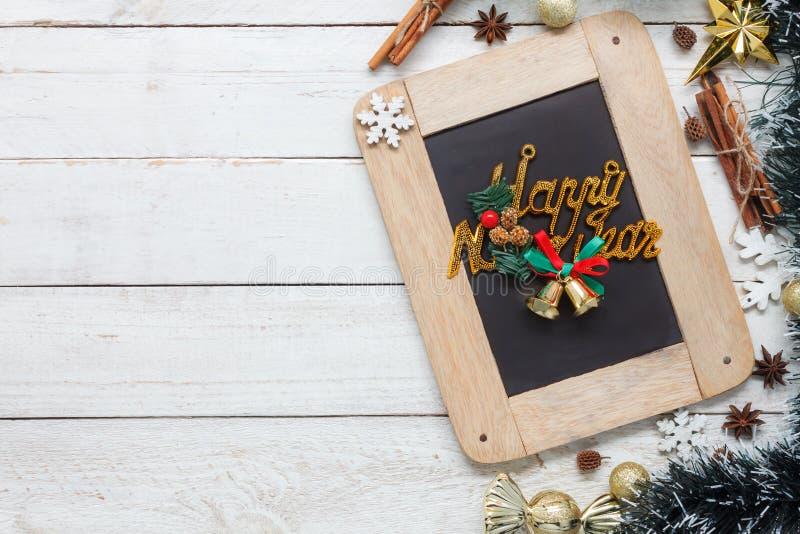 Imagen aérea de la opinión de sobremesa del concepto de la Feliz Año Nuevo de los artículos y del fondo de la Feliz Navidad fotos de archivo libres de regalías