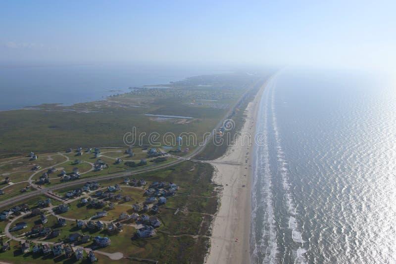 Imagen aérea de Texas Gulf Coast, isla de Galveston, los Estados Unidos de América Neblina debido a las condiciones atmosféricas  fotos de archivo libres de regalías