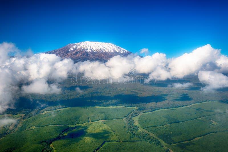 Imagen aérea del monte Kilimanjaro, la montaña más alta de África, wi fotografía de archivo libre de regalías