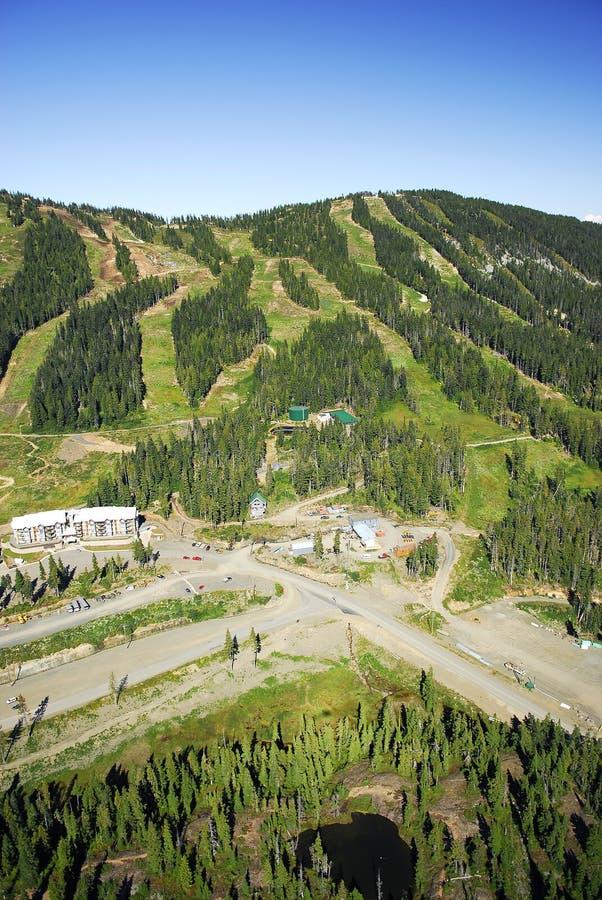 Imagen aérea del Mt Estación de esquí alpina de Washington, A.C., Canadá fotografía de archivo libre de regalías