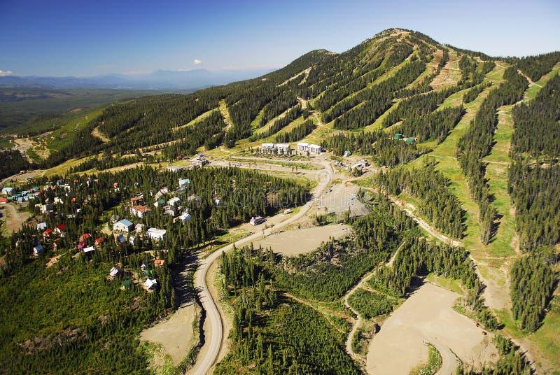 Imagen aérea del Mt Estación de esquí alpina de Washington, A.C., Canadá foto de archivo libre de regalías