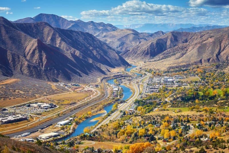 Imagen aérea del valle de Glenwood Springs en Colorado imagenes de archivo
