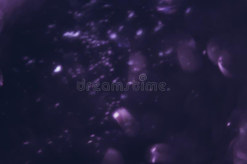 Imagen abstracta de los resplandores blancos en el movimiento imagen de archivo