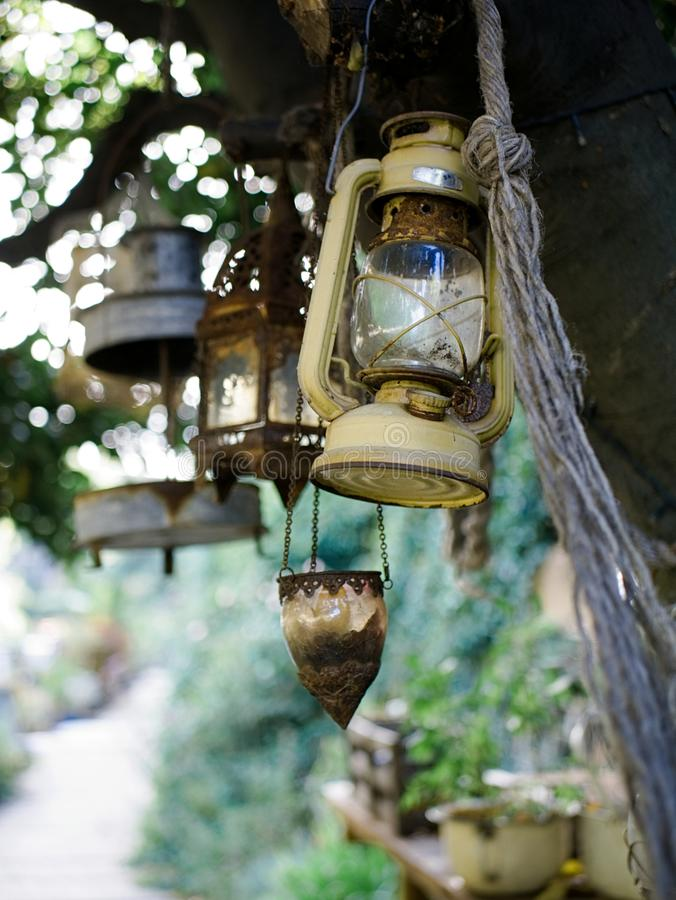 Imagen al aire libre del colgante antiguo de las lámparas del alcohol fotografía de archivo libre de regalías