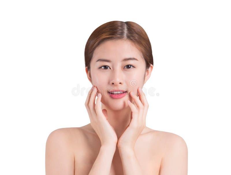Imagen asiática del cuidado de piel de la mujer en fondo del aislante fotografía de archivo