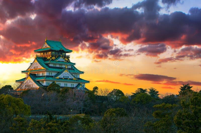 Imagen asombrosa de la puesta del sol de Osaka Castle imagen de archivo