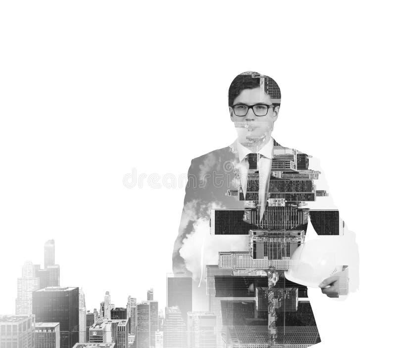 Imagen blanco y negro abstracta de las siluetas del hombre de negocios transparente Paisaje urbano de Nueva York fotos de archivo