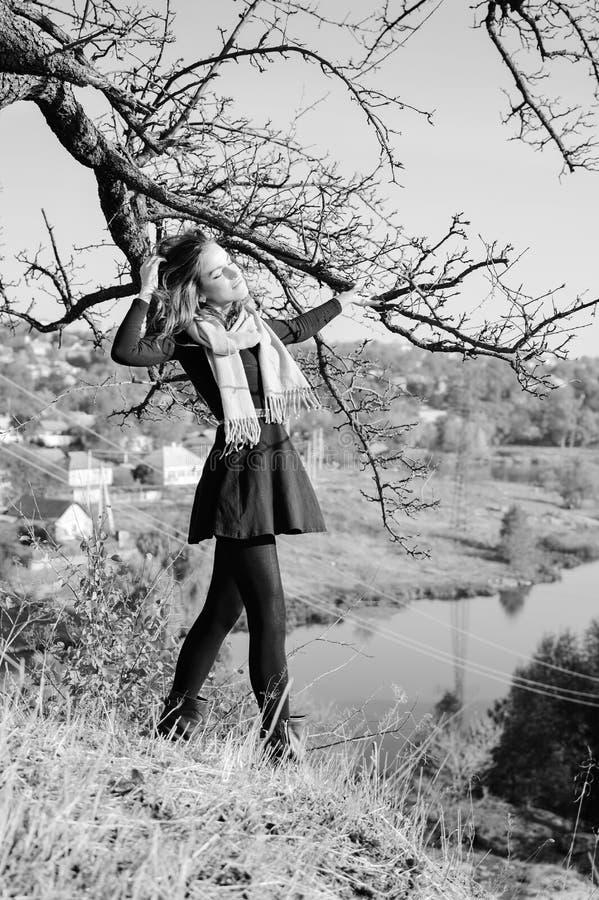 Imagen blanco y negro de la se ora bonita joven foto de for Imagenes bonitas en blanco y negro