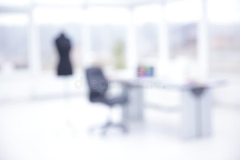 Imagen borrosa de la oficina de la moda Adaptación individual imagen de archivo