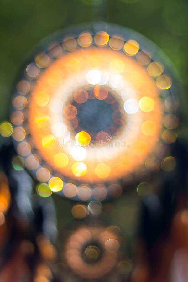 Imagen borrosa, nativo americano ideal del colector en el viento con luz del sol y bokeh borroso foto de archivo
