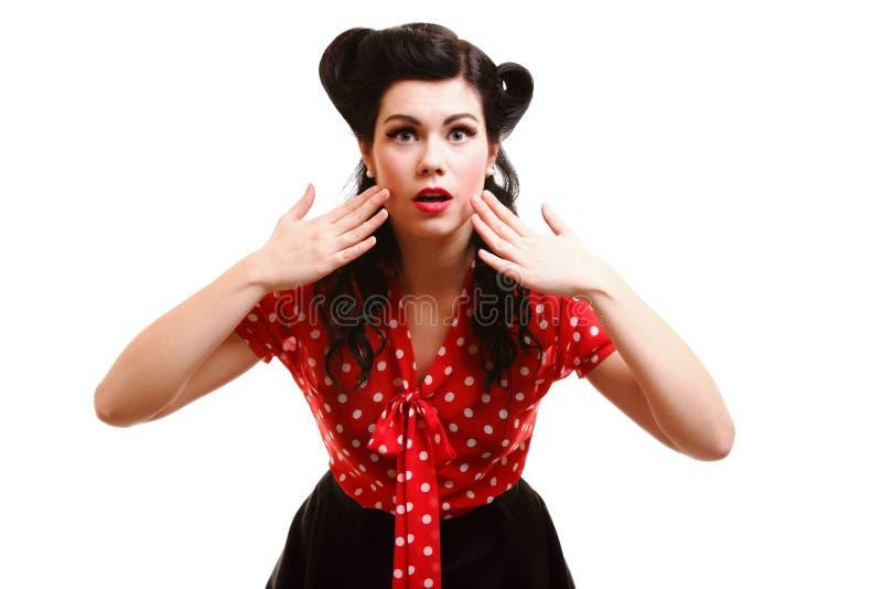 Imagen brillante de la cara sorprendida de la mujer sobre blanco fotos de archivo