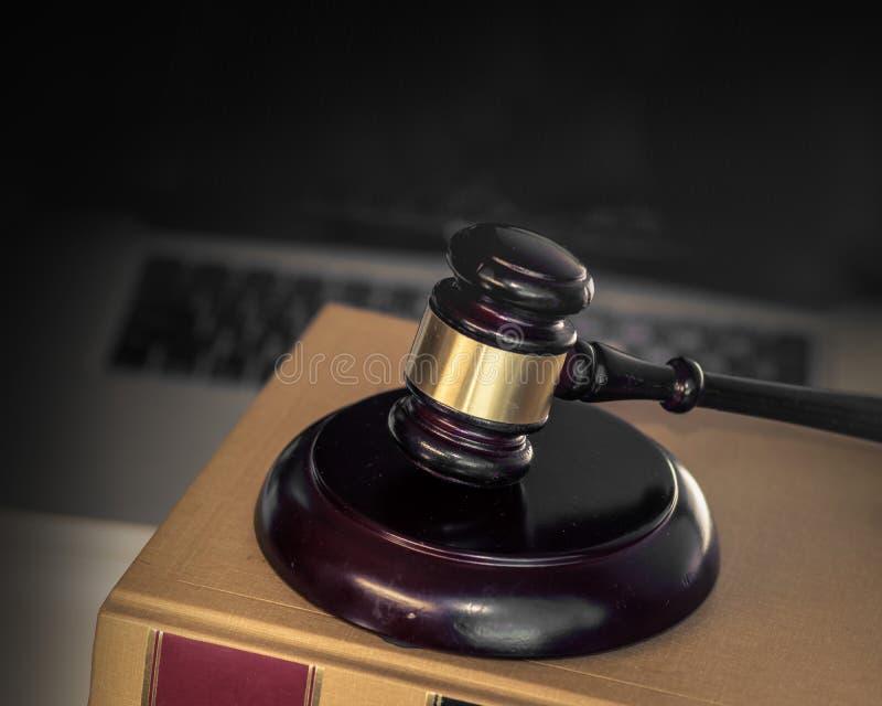 Imagen cibernética del concepto del crimen de la ley legal imagen de archivo libre de regalías