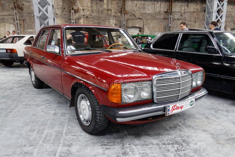 Imagen común automotriz del vintage de Mercedes-Benz W123 imágenes de archivo libres de regalías