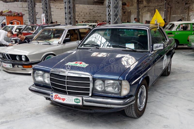 Imagen común automotriz del vintage de Mercedes-Benz W123 200CE fotos de archivo libres de regalías