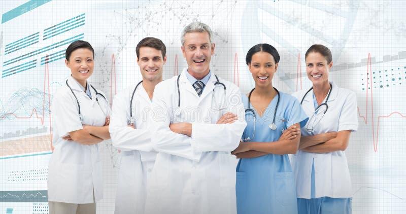 imagen compuesta 3D del retrato de los brazos derechos sonrientes del equipo médico cruzados imagenes de archivo