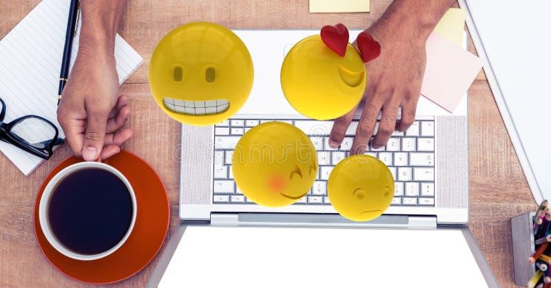 Imagen compuesta de Digitaces de los emojis que vuelan sobre las manos usando el ordenador portátil en la tabla ilustración del vector