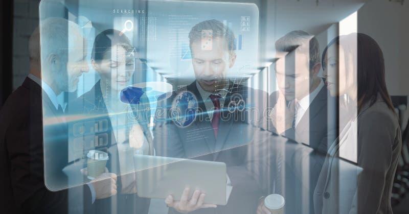 Imagen compuesta de Digitaces de los hombres de negocios que usan el ordenador portátil con los iconos en oficina fotos de archivo
