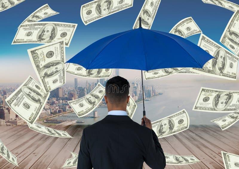 Imagen compuesta de Digitaces del hombre de negocios que sostiene el paraguas azul mientras que se coloca en medio de monedas libre illustration
