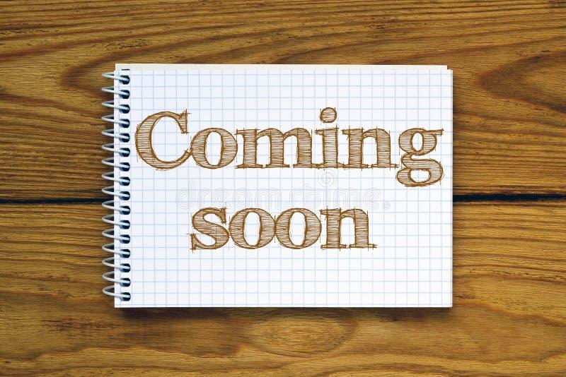Imagen compuesta de la imagen digital de venir pronto texto stock de ilustración