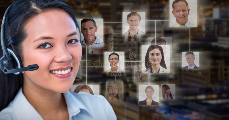 Imagen compuesta de la empresaria sonriente que usa las auriculares imagenes de archivo