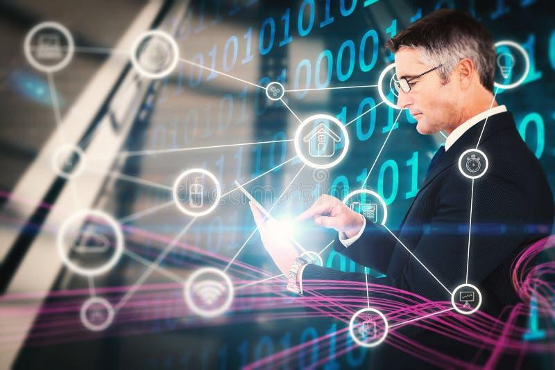 Imagen compuesta de la mediados de sección de una tableta conmovedora del hombre de negocios imagenes de archivo