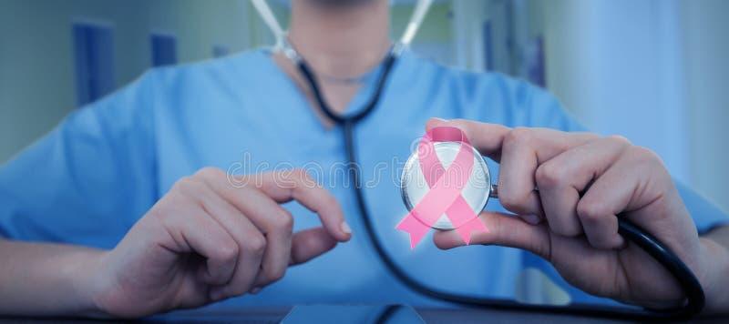 Imagen compuesta de la mediados de-sección del doctor de sexo femenino que examina la tableta digital con el estetoscopio imágenes de archivo libres de regalías