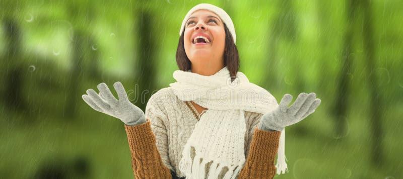 Imagen compuesta de la morenita en ropa caliente imagenes de archivo