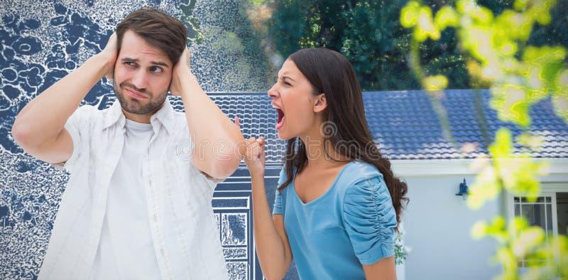 Imagen compuesta de la morenita enojada que grita en el novio fotografía de archivo