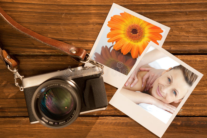 Imagen compuesta de la mujer alegre que disfruta de un masaje trasero fotos de archivo